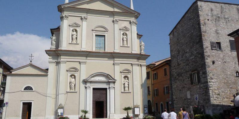 Chiesa di San Pietro e Paolo vista dal piazzale antistante