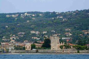 Vista della Frazione di Albisano da Torri del Benaco