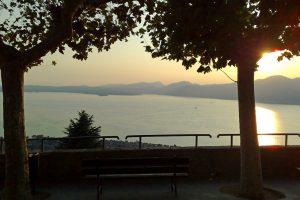 Vista sul lago di Garda dalla chiesa di Albisano