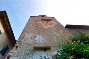 Vista della torre dell'orologio