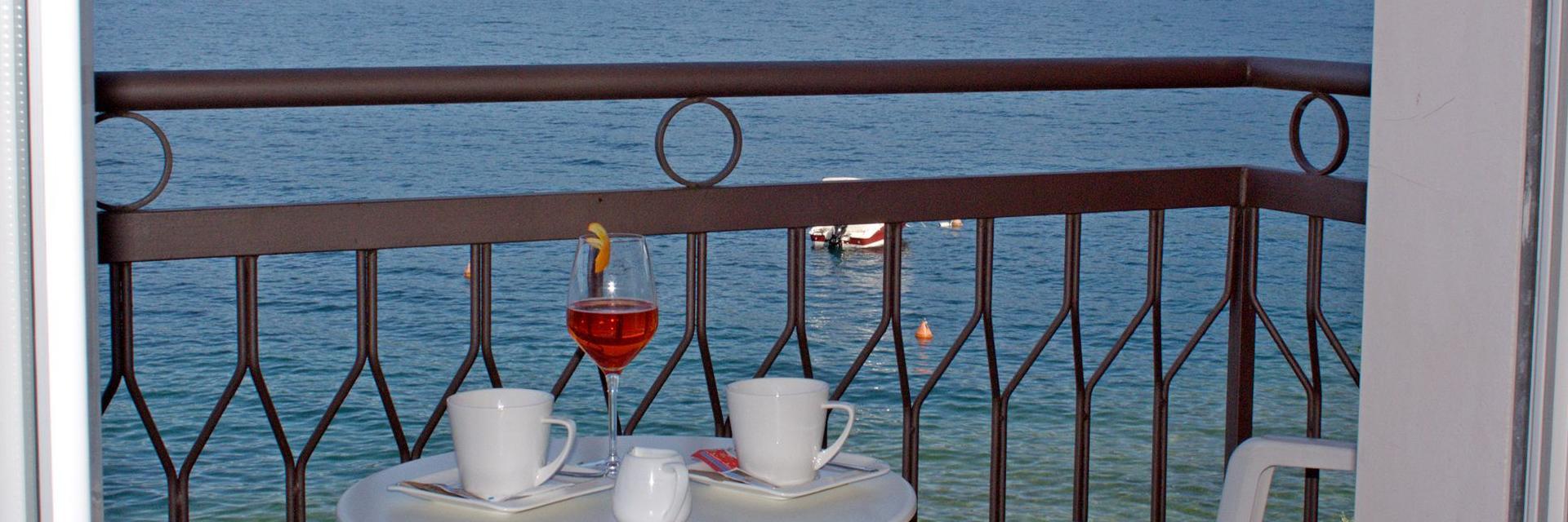 hotel-ristorante-menapace-torri-del-benaco-04.jpg