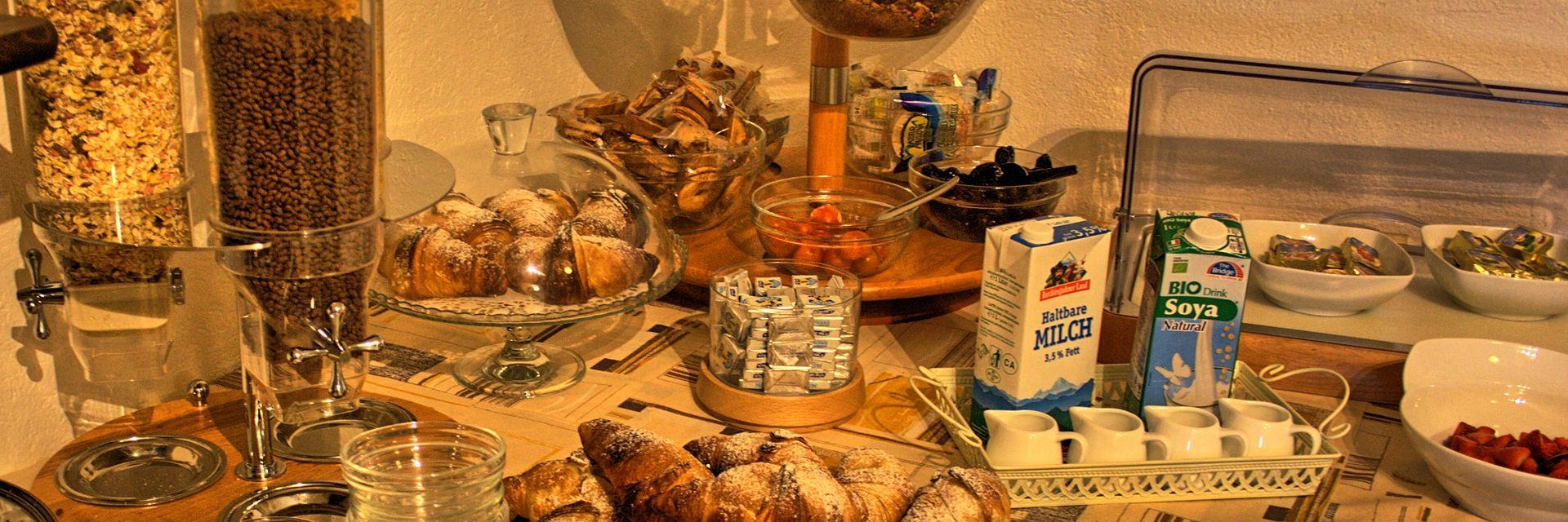 hotel-ristorante-menapace-torri-del-benaco-05.jpg